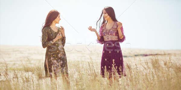женщины оазис пустыне два арабский одежды Сток-фото © artfotodima