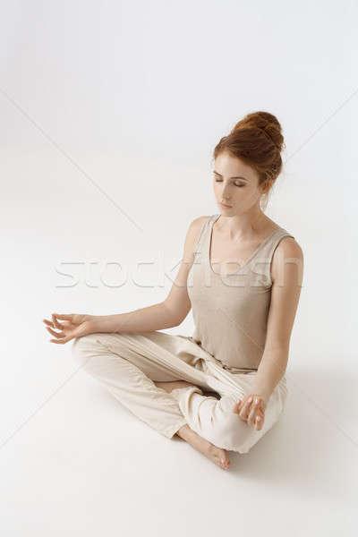 Moça bonita prática ioga branco jovem retrato Foto stock © artfotodima