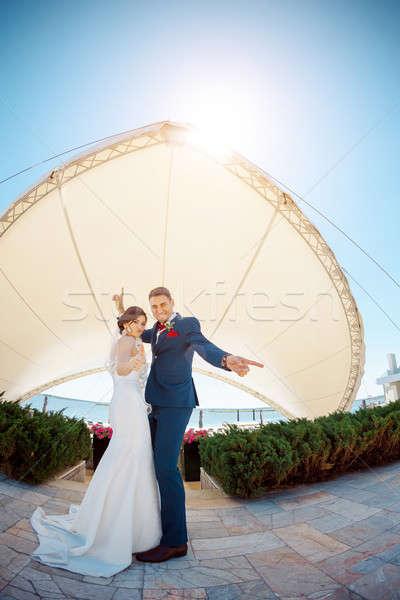 Fiatal esküvő pár tánc kint élvezi Stock fotó © artfotodima