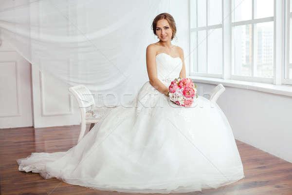 Braut junge Frauen Hochzeitskleid hellen Zimmer schönen Stock foto © artfotodima