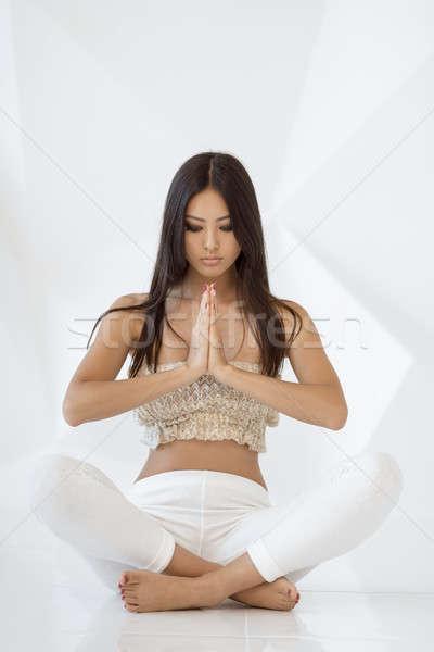 Asian meisje praktijk yoga witte abstract Stockfoto © artfotodima