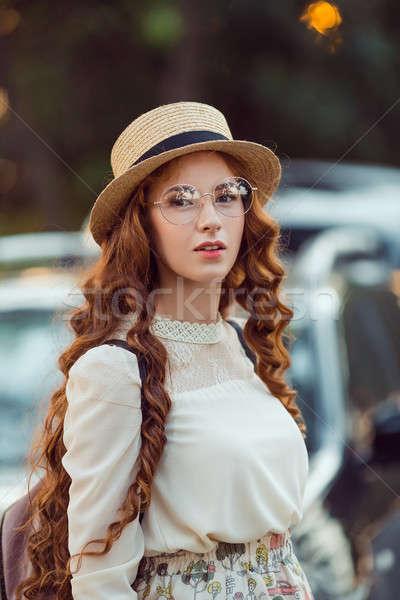 Stockfoto: Portret · vrouw · auto · jonge · vrouw · weg