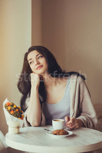 Mulher café cidade estilo de vida potável alimentação Foto stock © artfotodima