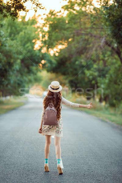 девушки Hat рюкзак дороги туризма путешествия Сток-фото © artfotodima