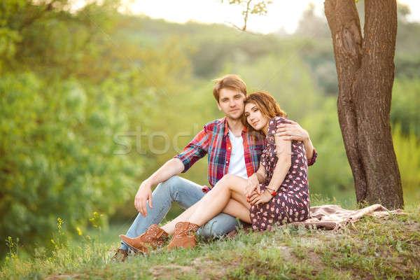 любящий пару луговой счастливым сидят зеленый Сток-фото © artfotodima