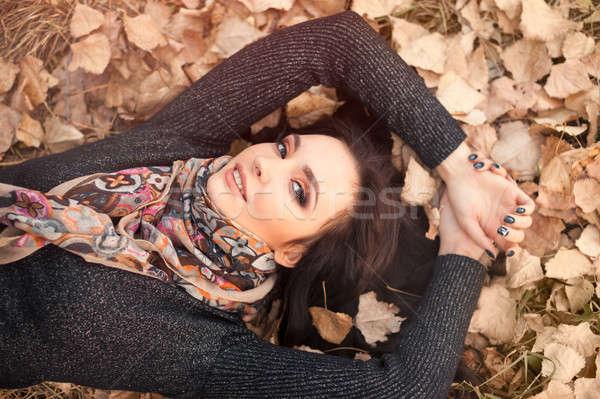 Portret kobiety jesienią dziewczyna gry Zdjęcia stock © artfotodima