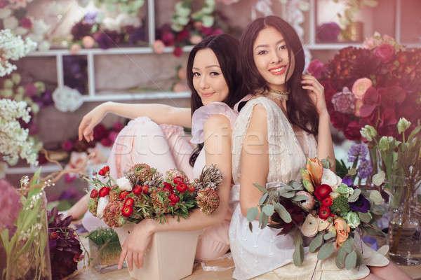 Piękna asian kobiet pracy kwiat sklepu Zdjęcia stock © artfotodima