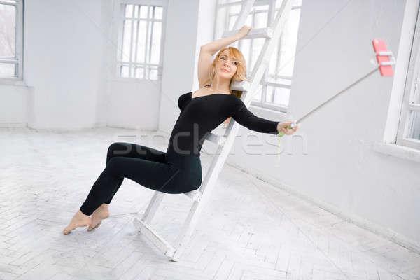 Güzel bir kadın spor salonu spor uygunluk yaşam tarzı Stok fotoğraf © artfotodima