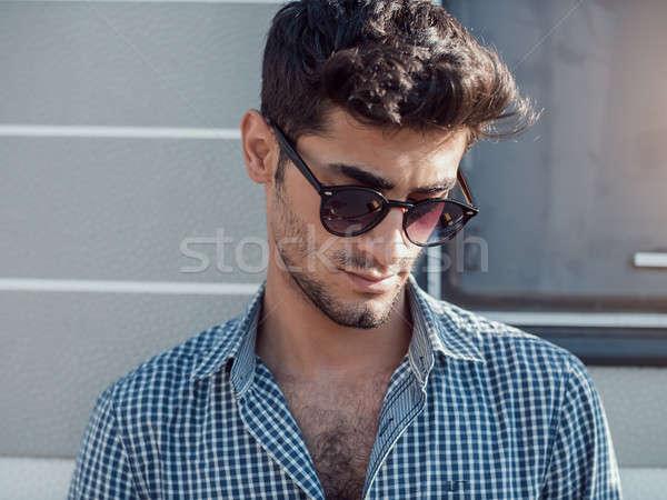Viajero guapo joven aire libre vello facial Foto stock © artfotodima