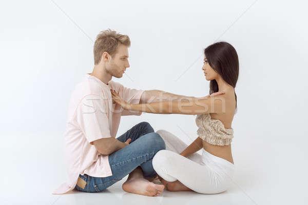 Jonge paar oefenen yoga Stockfoto © artfotodima