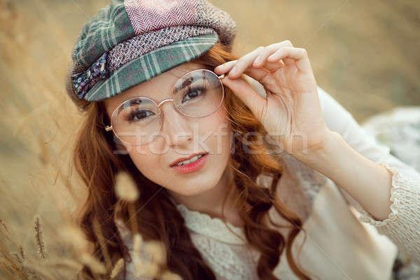 öğrenci yazar doğa kadın düşünme bakıyor Stok fotoğraf © artfotodima
