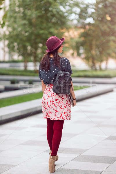 Asya öğrenci kız yürüyüş şehir sokak Stok fotoğraf © artfotodima