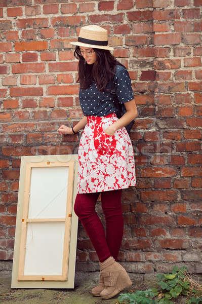 Stockfoto: Jonge · asian · vrouw · schilderij · buitenshuis · halfbloed