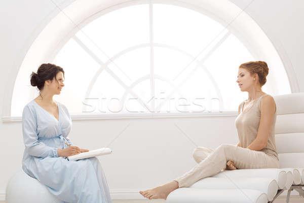 психолог пациент служба профессиональных консультация две женщины Сток-фото © artfotodima