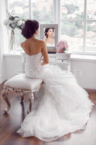 Jeunes belle mariée préparation maison mariage Photo stock © artfotodima