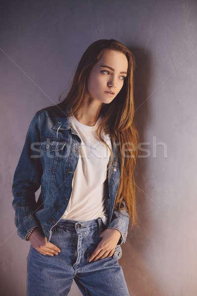 Studentessa primo piano moda studio ritratto Foto d'archivio © artfotodima