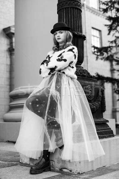Elegante retro dama nuevos mirar fotografía Foto stock © artfotodima
