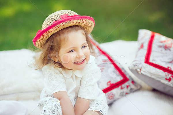 Boldog gyermek legelő aranyos kicsi mosolyog Stock fotó © artfotodima