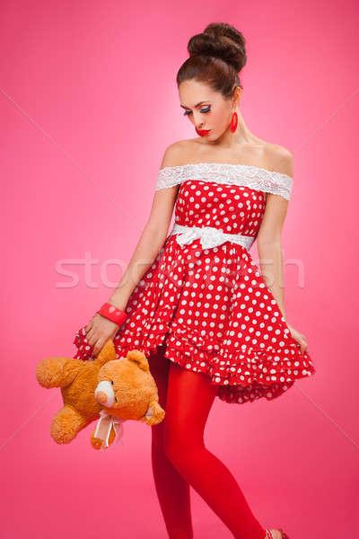 Hediye pinup retro tarzı kadın hayal kırıklığına uğramış oyuncak ayı Stok fotoğraf © artfotodima