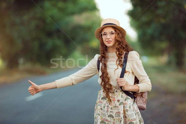 Dziewczyna hat plecak drogowego turystyki portret Zdjęcia stock © artfotodima