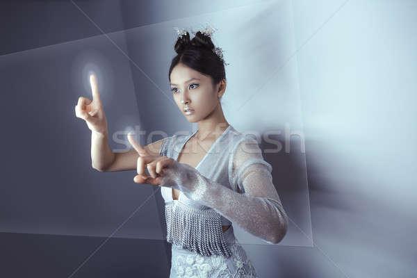Toekomst jonge mooie asian vrouw aanraken Stockfoto © artfotodima