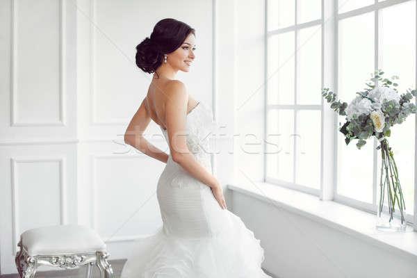 Hermosa novia boda peinado maquillaje lujo Foto stock © artfotodima