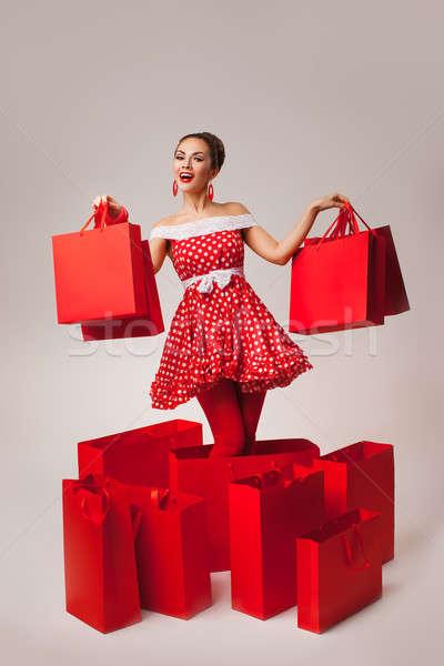 Stock fotó: Boldog · nő · magasra · tart · bevásárlótáskák · pinup · retró · stílus