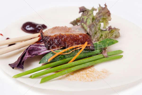 ízletes kacsa fűszer ázsiai piros tányér Stock fotó © artfotoss