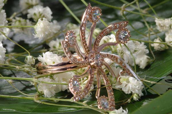 Gouden bloem diamanten groen blad schoonheid goud Stockfoto © artfotoss