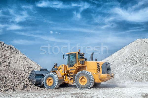 Kotrógép kerék Föld homok ipar dolgozik Stock fotó © artfotoss