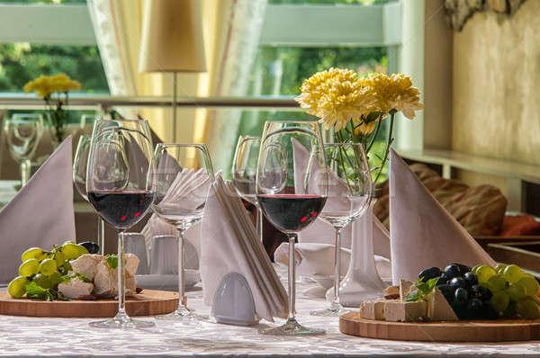Bor szőlő sajt asztal étterem természet Stock fotó © artfotoss