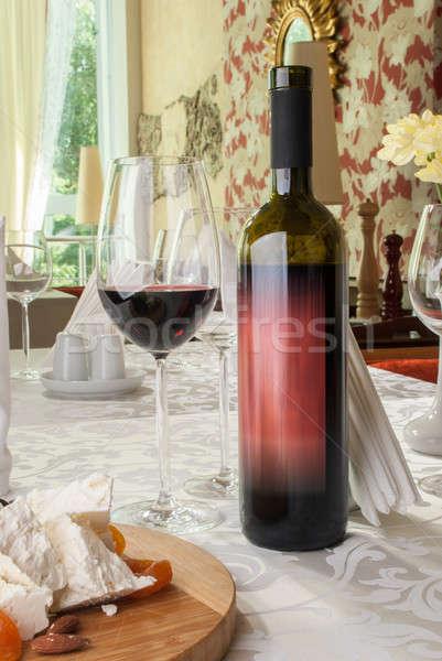 Vinho uvas queijo tabela restaurante natureza Foto stock © artfotoss