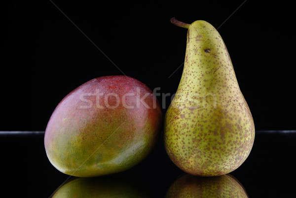 Alma körte fekete gyümölcsök étel gyümölcs Stock fotó © artfotoss