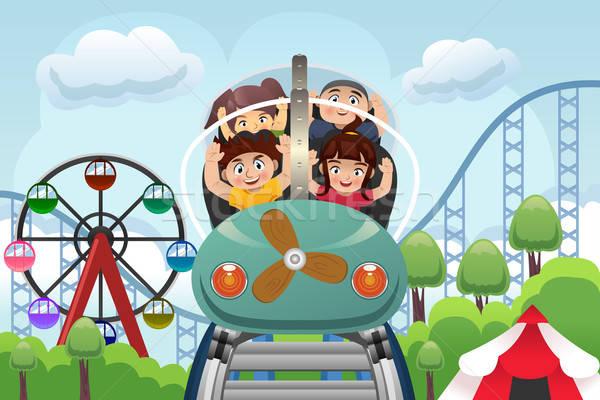 ストックフォト: 子供 · 演奏 · 遊園地 · 幸せ · ジェットコースター · 子供