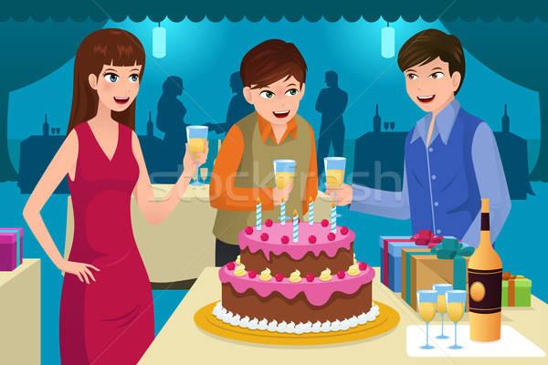 Fiatalok ünnepel születésnapi buli mosoly születésnap férfiak Stock fotó © artisticco