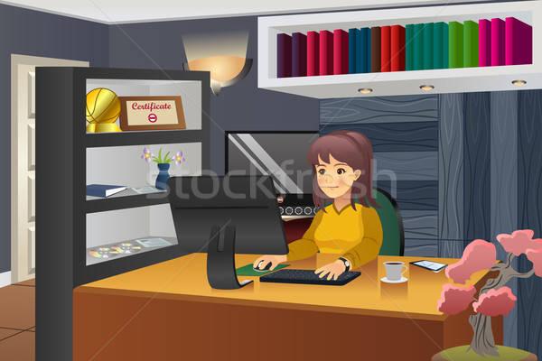 Femenino programador de trabajo casa nina Internet Foto stock © artisticco