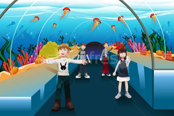 Kinderen naar kwal groot aquarium meisje Stockfoto © artisticco
