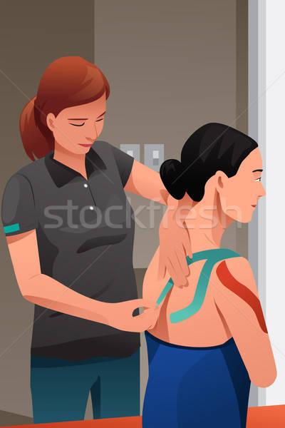 Terapeuta masażu ranny ramię dziewczyna pracownika Zdjęcia stock © artisticco