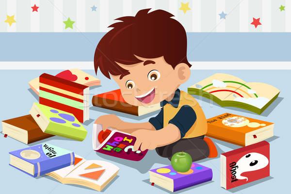 Garçon lecture livre cute Kid sourire Photo stock © artisticco