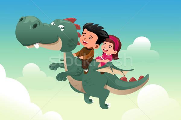 Foto stock: Crianças · equitação · bonitinho · dragão · feliz · céu