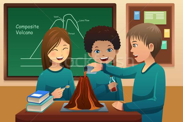 Alapfokú diákok vulkán kísérlet iskola mosoly Stock fotó © artisticco