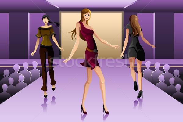 Caminhada pista mostrar belo moda modelo Foto stock © artisticco