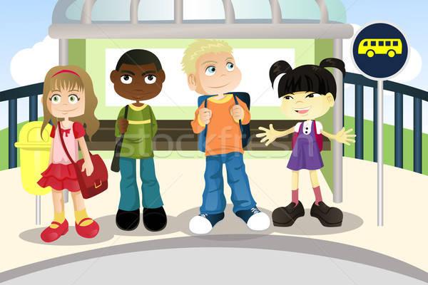 Crianças parada de ônibus espera escolas amigos Foto stock © artisticco