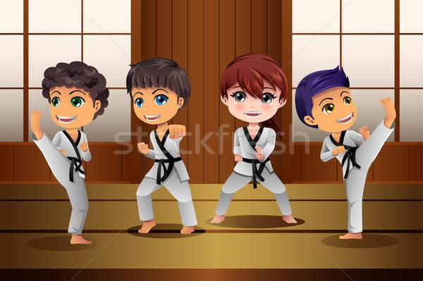 Kinderen oefenen vechtsporten meisje kinderen school Stockfoto © artisticco