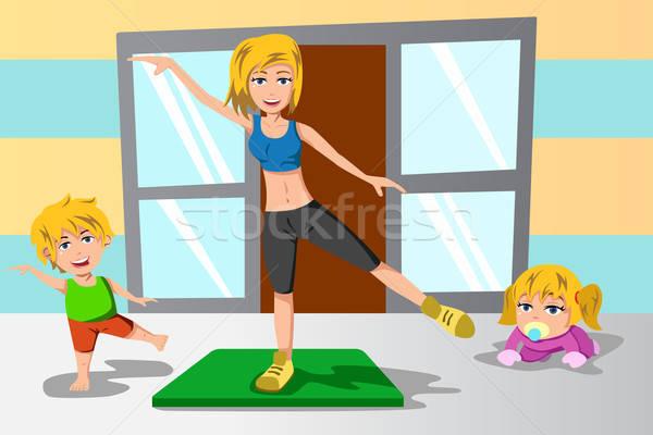 матери дети осуществлять вместе спорт домой Сток-фото © artisticco