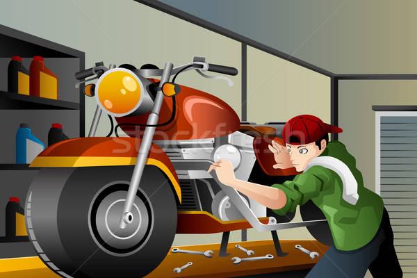 Homem motocicleta garagem jovem trabalho Foto stock © artisticco