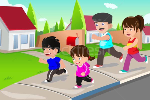Famille courir extérieur banlieue famille heureuse Photo stock © artisticco