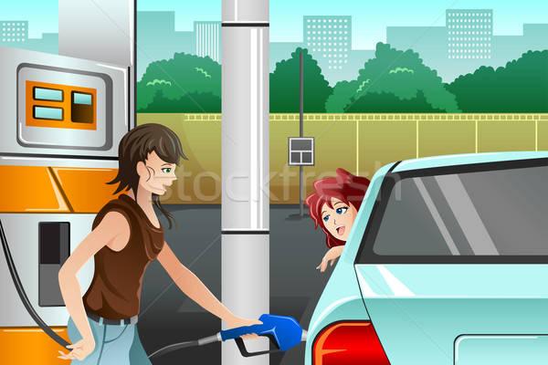 Emberek tömés felfelé gázolaj benzinkút fiatal nő Stock fotó © artisticco