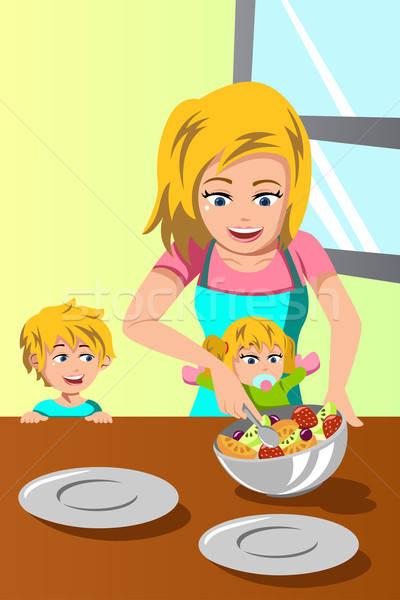 Matka dzieci Sałatka szczęśliwy wraz uśmiech Zdjęcia stock © artisticco