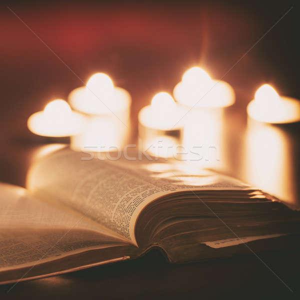 İncil mumlar düşük ışık sahne Paskalya Stok fotoğraf © artistrobd